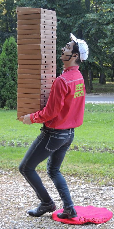 poza pizza pronto statuie vivanta herastrau bucuresti