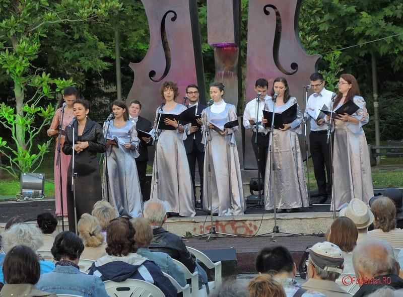 poza grupul coral Lyris dirijor Luminița Guțanu simfonii de vara 2017