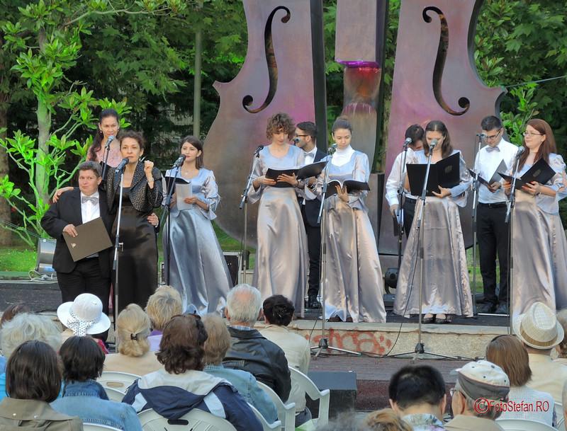 fotografii grupul coral Lyris Simfonii de Vara Bucuresti parcul Coltea