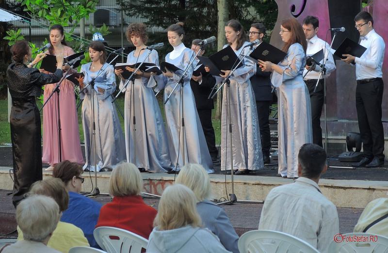 poze foto grupul coral Lyris Simfonii de Vara Bucuresti parcul Coltea