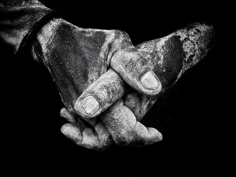 poza alb-negru iphone maini murdare ippaawards