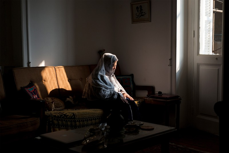 poza femeie batrana soare premiu nikon