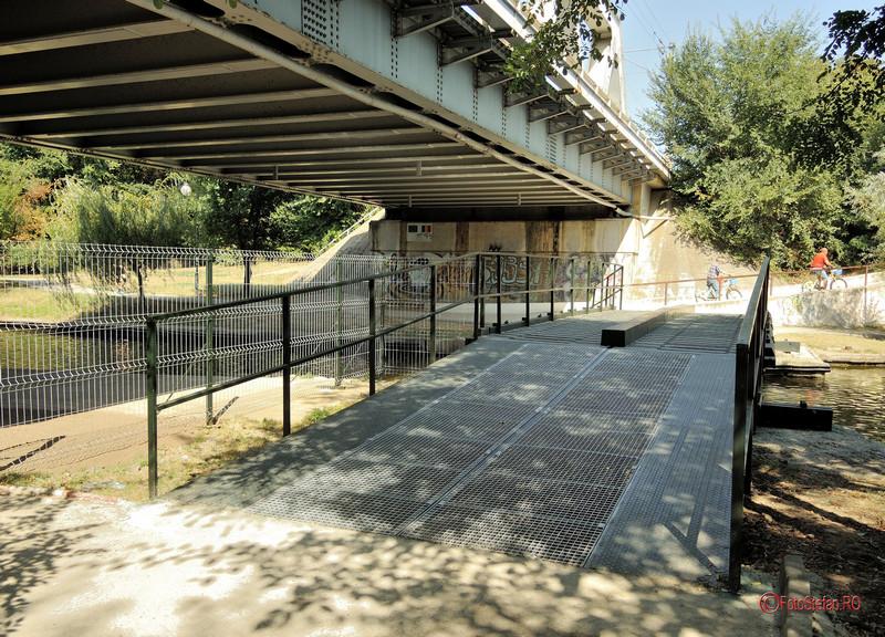 poza pasarela pietoni biciclisti lac parc herastrau bucuresti