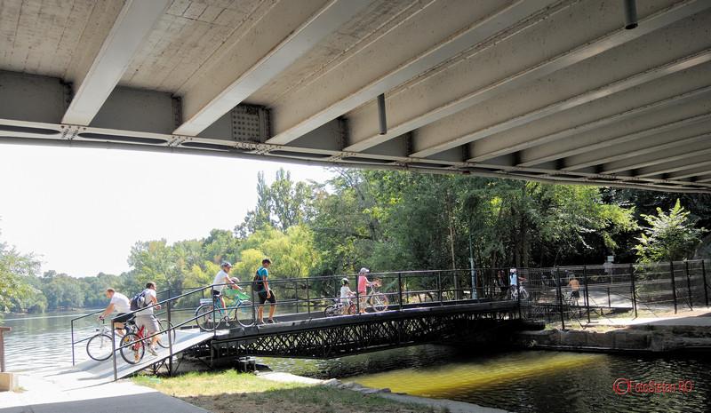 foto poze pasarela pod pietoni biciclisti parcul Herastrau Bucuresti