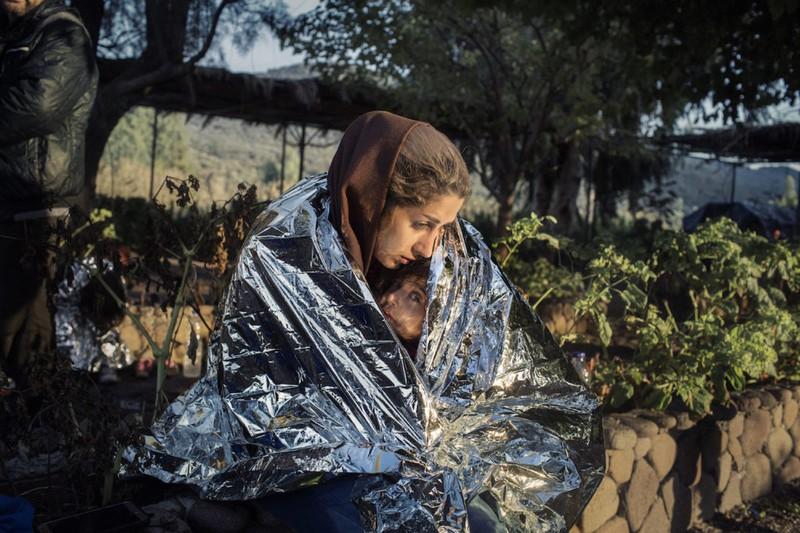 poza mama cpoil refugiat imigrant patura