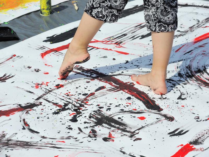 poza pictura picioare vopsele h.e.art humans embodying art Art Walk Street 2017 #AWS Piata Revolutiei Bucuresti