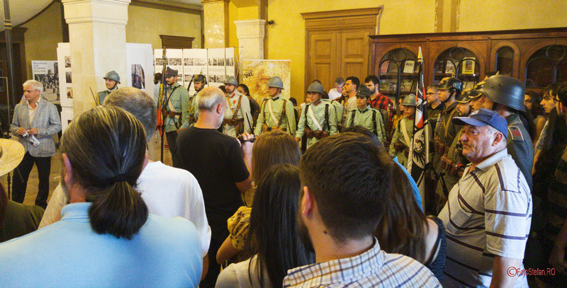 poze reenactment istoric uniforme militare bucuresti palatul sutu