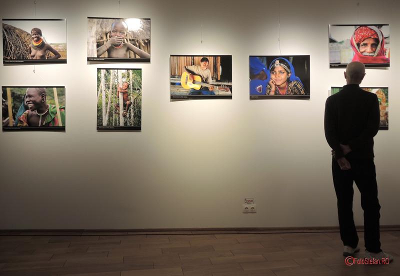 """poze expozitie foto """"Happiness"""" Dimitra Stasinopoulou Arcub Bucuresti Festivalul National Teatru FNT 2017"""