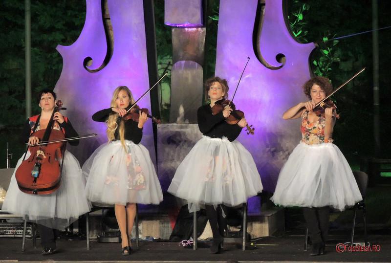 poze fete violoniste he Quartetto Euphoria #ParculColtea #SimfoniiDeVara bucuresti 2017