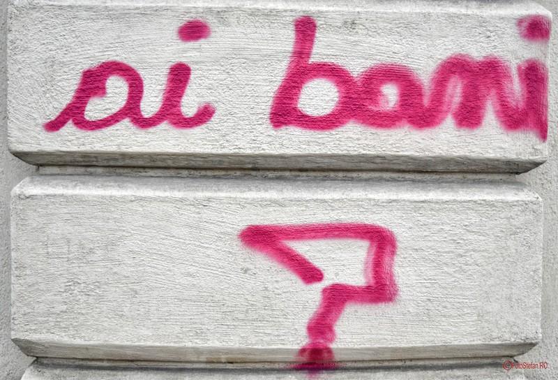 poza graffiti scris zid bucuresti intrebare ai bani