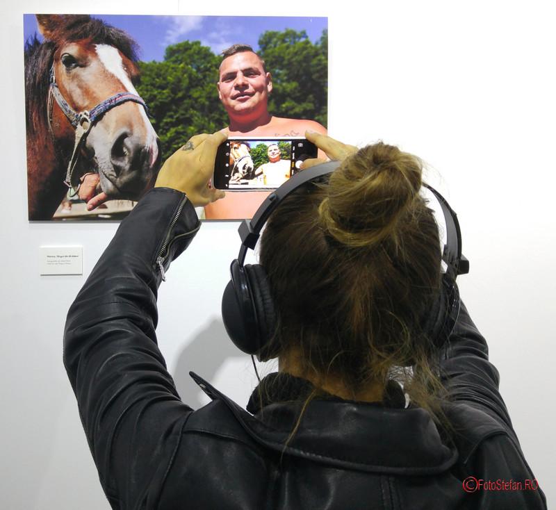poze vernisaj expozitie fotografie oameni din romania people of romania Fotografierea cu telefonul mobil