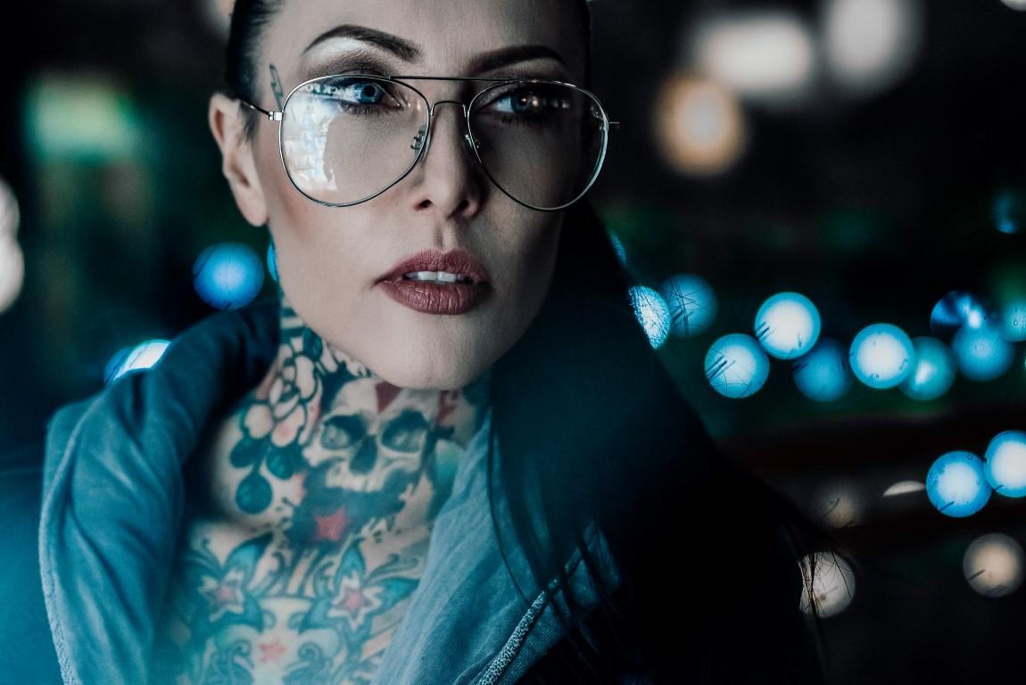 poza portret fata ochelari obiectiv Sony 100mm STF