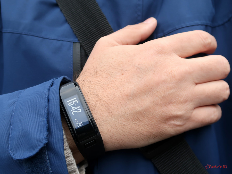 poza ceas smartwatch Garmin VivoSmart HR bratara fitness