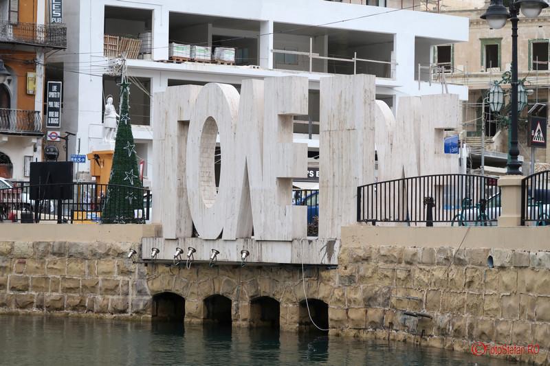 poza fotografie Monumentul iubirii lacatele dragostei Spinola Bay St Julians Malta