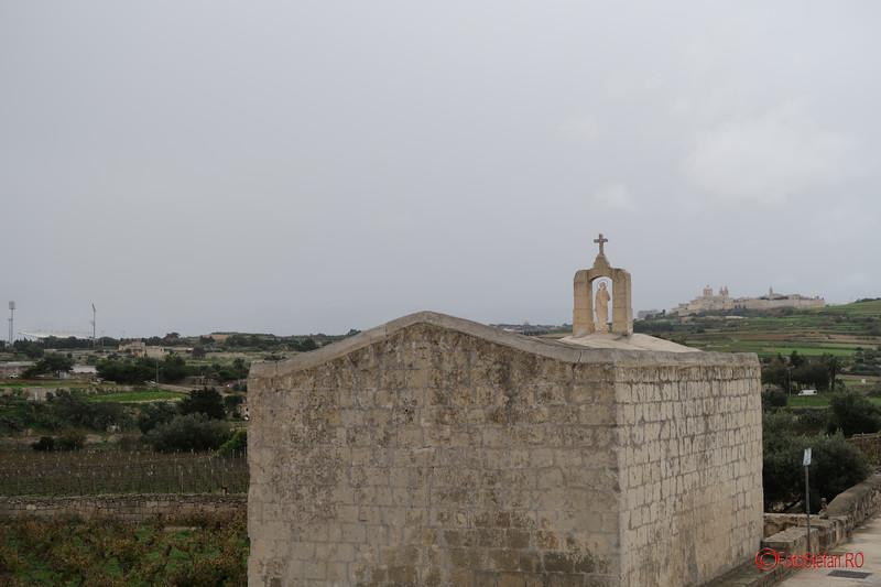 poza biserica malteza traseul nordic autobuz turistic