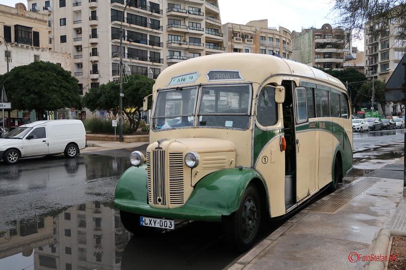 poza autobuz retro clasic malta