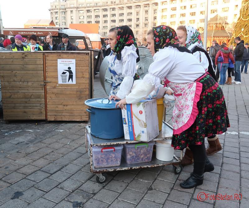 poza fete maramures costum traditional Targul de Craciun Bucuresti 2017 Piata Constitutiei
