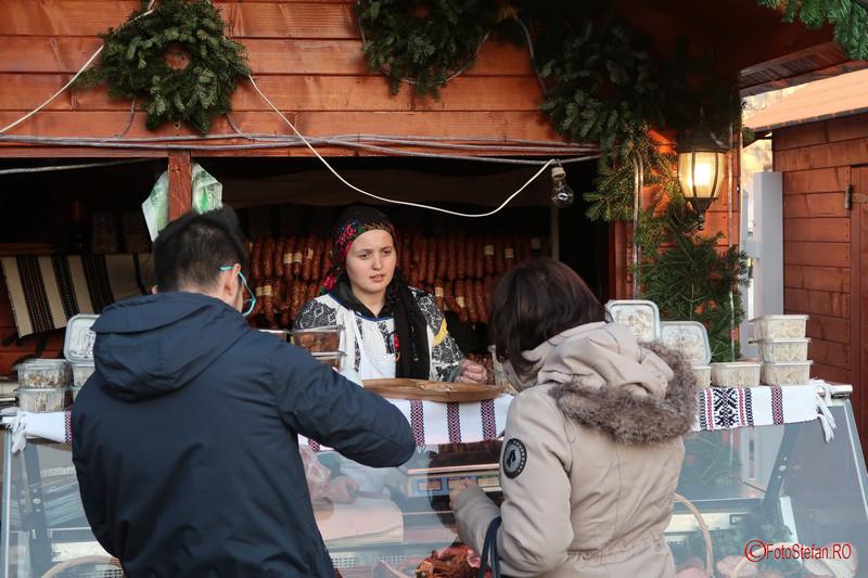 poze fata vanzatoare Targul de Craciun Bucuresti 2017 Piata Constitutiei