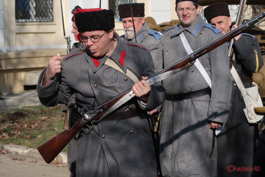 fotografie incarcare pusca cremene arma muzeul militar bucuresti