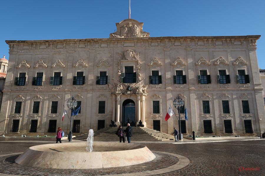 poza foto cladire han Auberge Castille  Valletta Malta