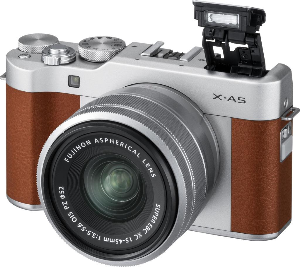 poza aparat fotografiat mirrorless Fujifilm X-A5