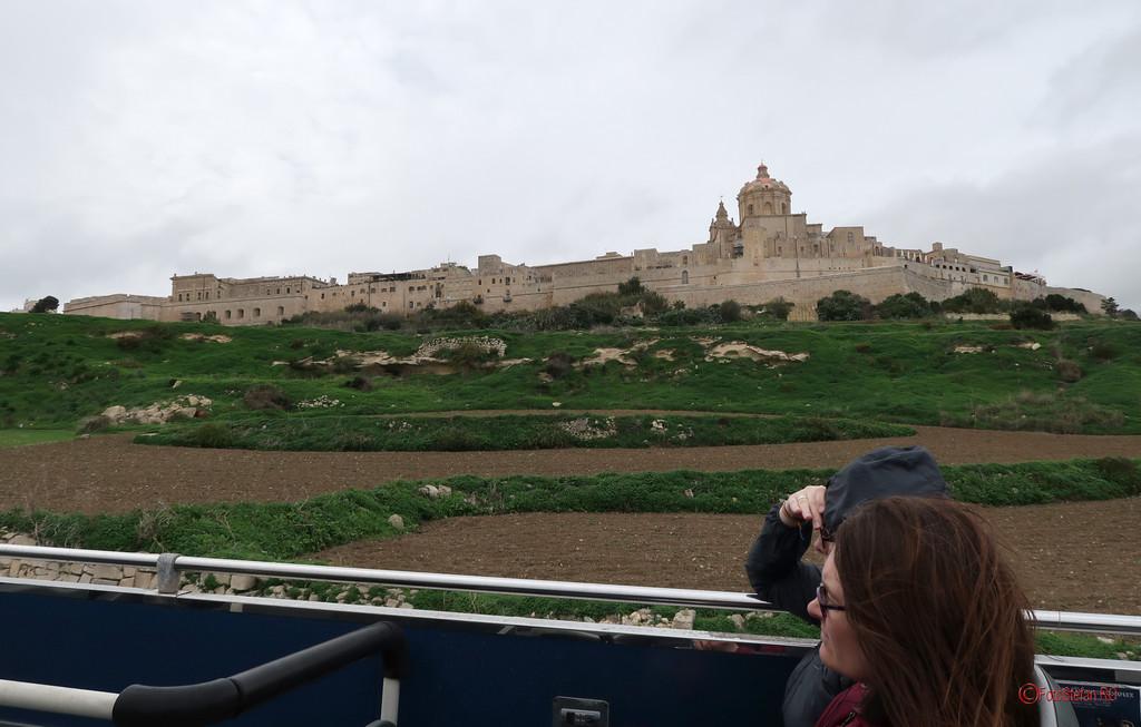 poze peisaj calatorie autobus turistic mdina malta turiste