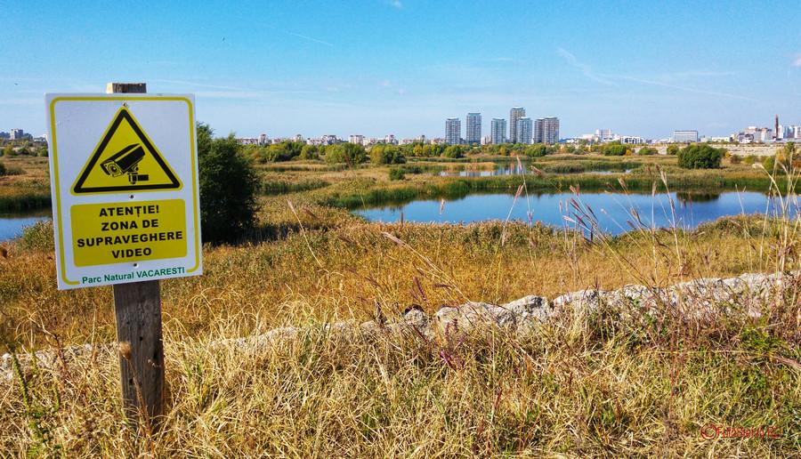 poza semn supraveghere video Parcul Natural Vacaresti  Delta Bucurestiului