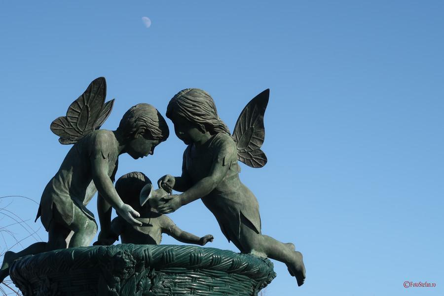 poza luna statuie ingeri parcul lumea copiilor bucuresti
