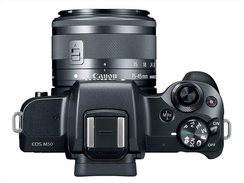 poza aparat foto mirrorless Canon EOS M50
