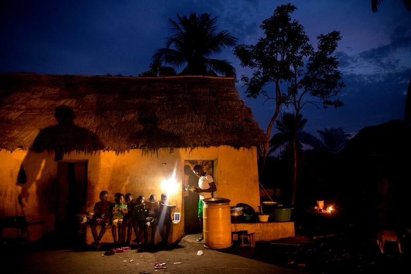 Pascal Maitre Africa poze lipsa electicitate