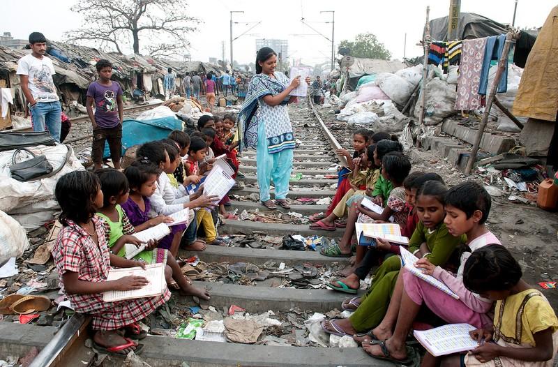 poze india saracie cale ferata oameni saraci