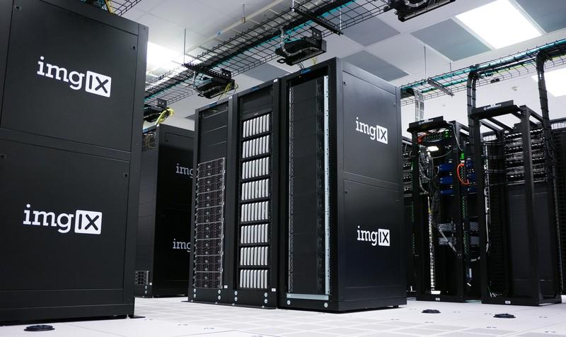 poza servere servici cloud backup fotografii