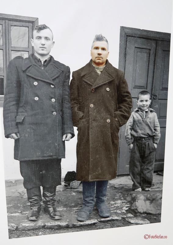 fotografie familie poza alb negru zaharia cusnir basarabia moldova