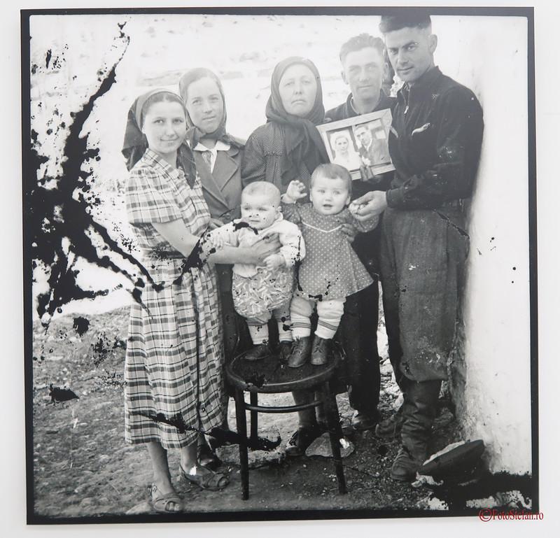 poza alb negru fotografie familie basarabeni republica moldova