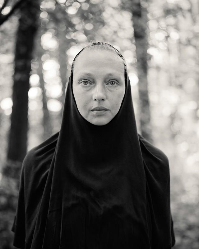 poza portret fotografie alb negru fata peligrin pelerin