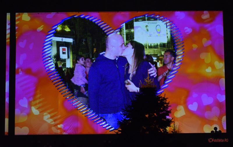 poze kiss cam ecran festivalul luminii bucuresti