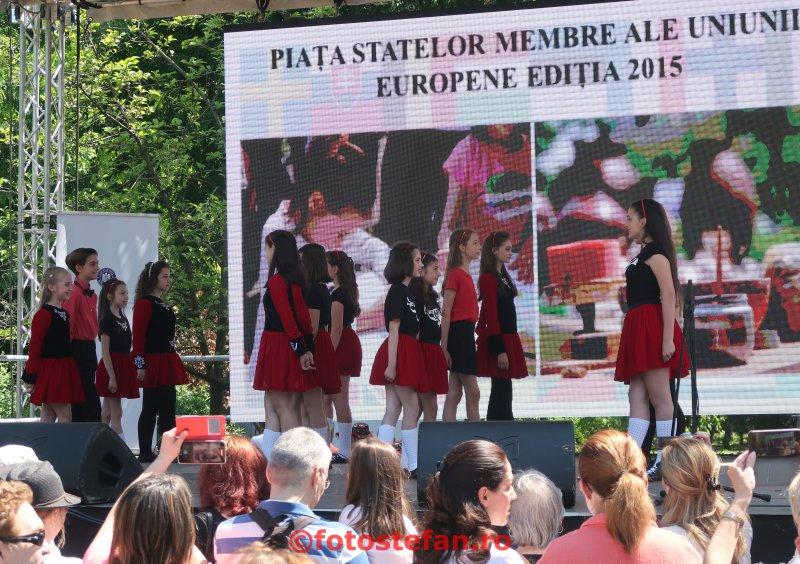 poza fete dansatoare dans irlandez Ziua Europei  parcul Cismigiu Bucuresti