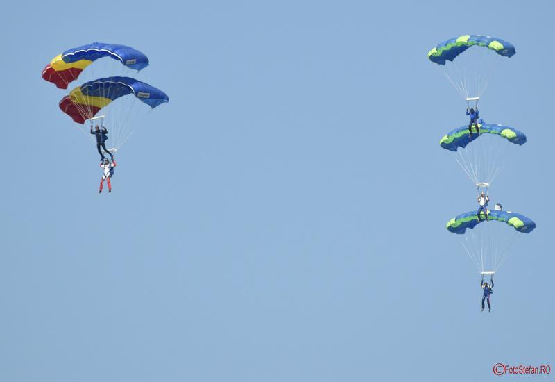 poze parasutisti aeroclubul romaniei Bucharest International Air Show BIAS