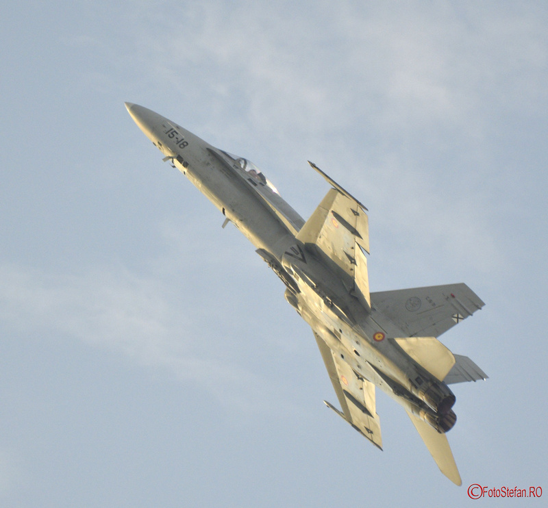 F-18C Hornet avion acrobatie poze bias 2018
