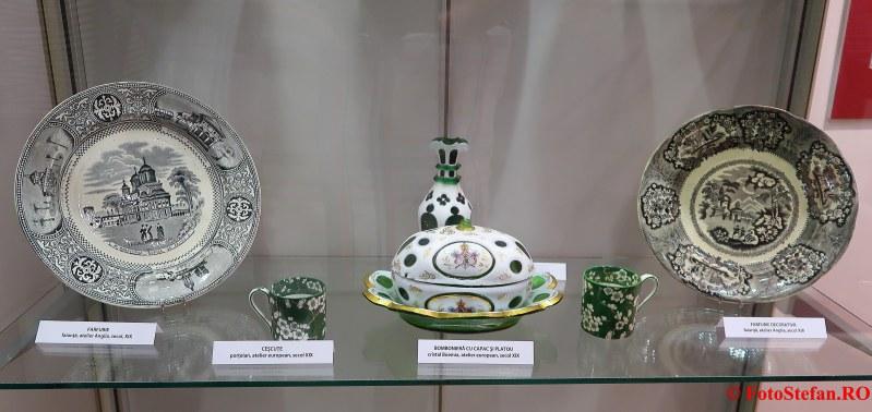 expozitie arta ambient poze muzeul municipiului bucuresti palatul sutu
