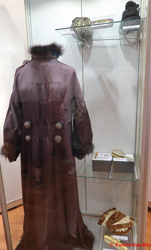 expozitie arta ambient poze rochie femeie palatul sutu