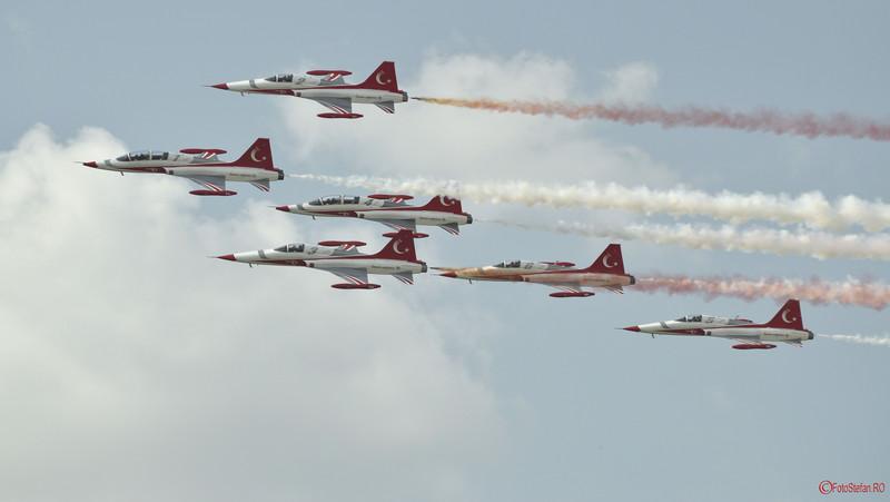 poza avioane acrobatie Turkish Stars Bucharest International Air Show BIAS
