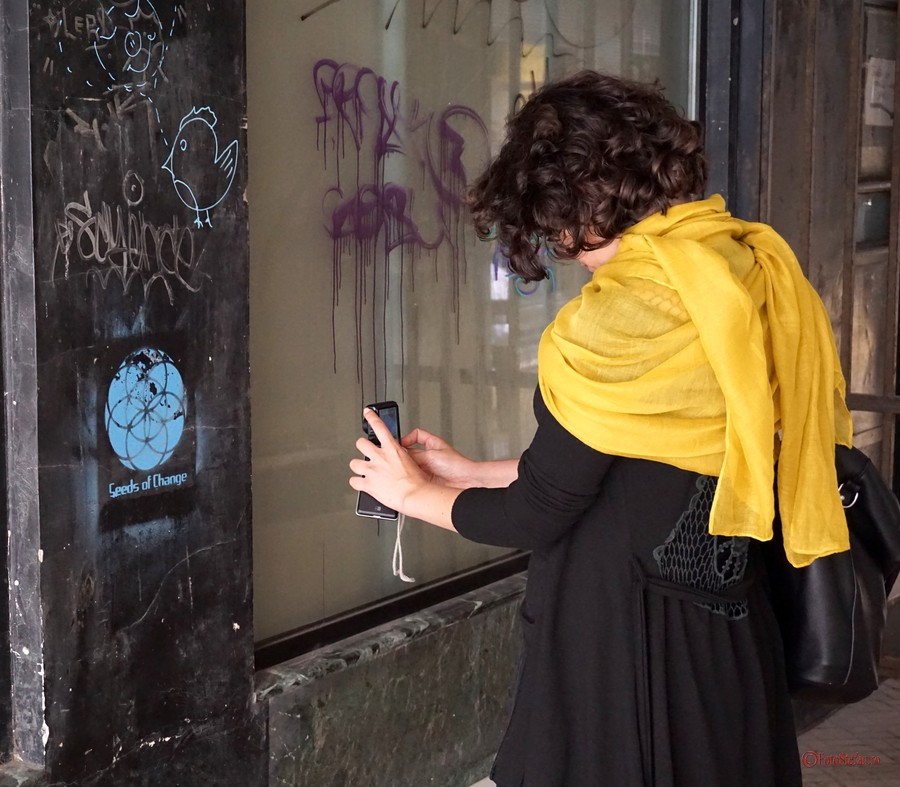 Ziua Mondiala a Fotografiei 19 august poza fata fotografa graffiti