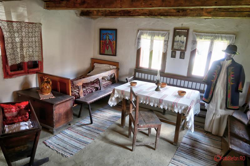 Muzeul Satului Banatean Timisoara poze casa taraneasca interior fotografii