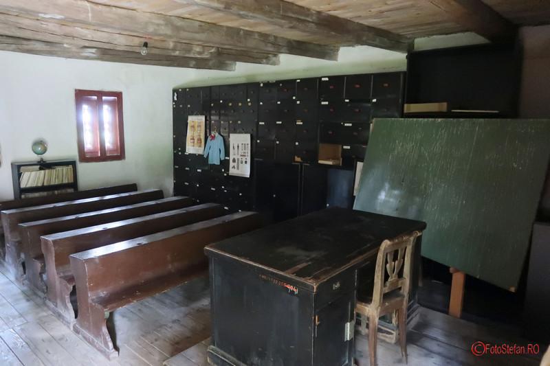 Muzeul Satului Banatean Timisoara poze scoala fotografii