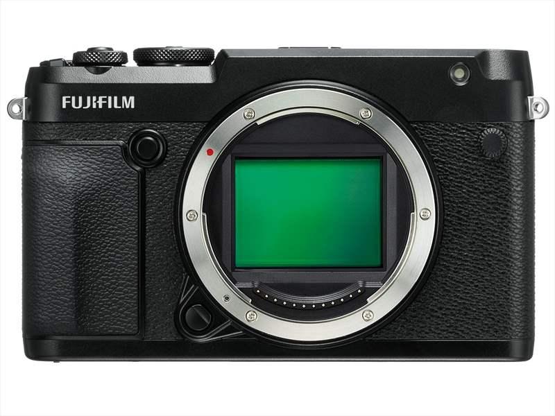 poza senzor format mediu aparat foto mirrorless Fujifilm GFX 50R