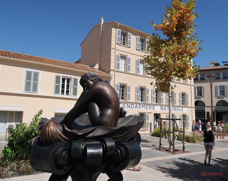 Statuie Brigitte Bardot Muzeul Jandarmeriei  cinema Saint Tropez poze