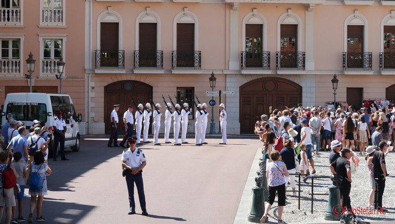 poze schimbul garzii palat monaco soldati fotografii