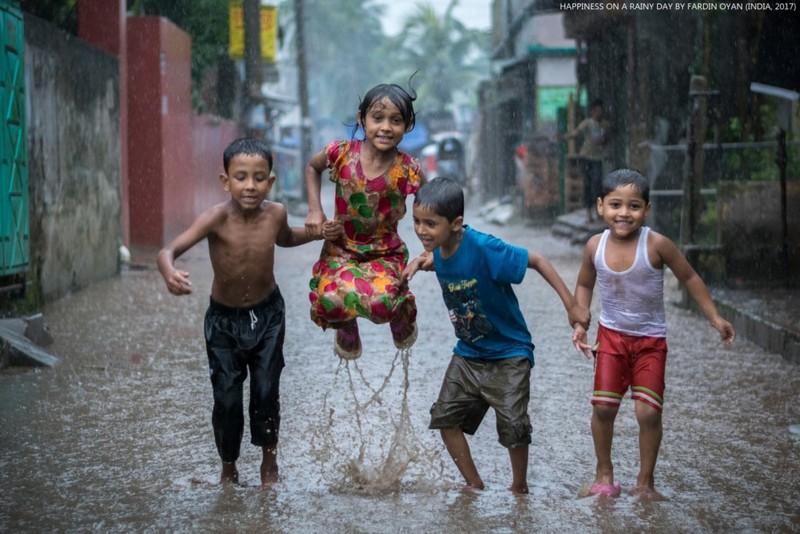 Fardin Oyan fotografie cpii ploaie joaca