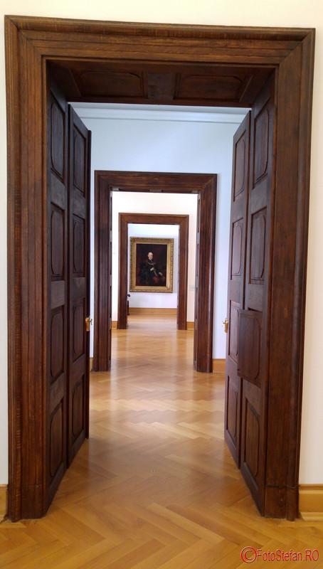 Muzeul de Arta Timisoara poze fotografii interior usi sali